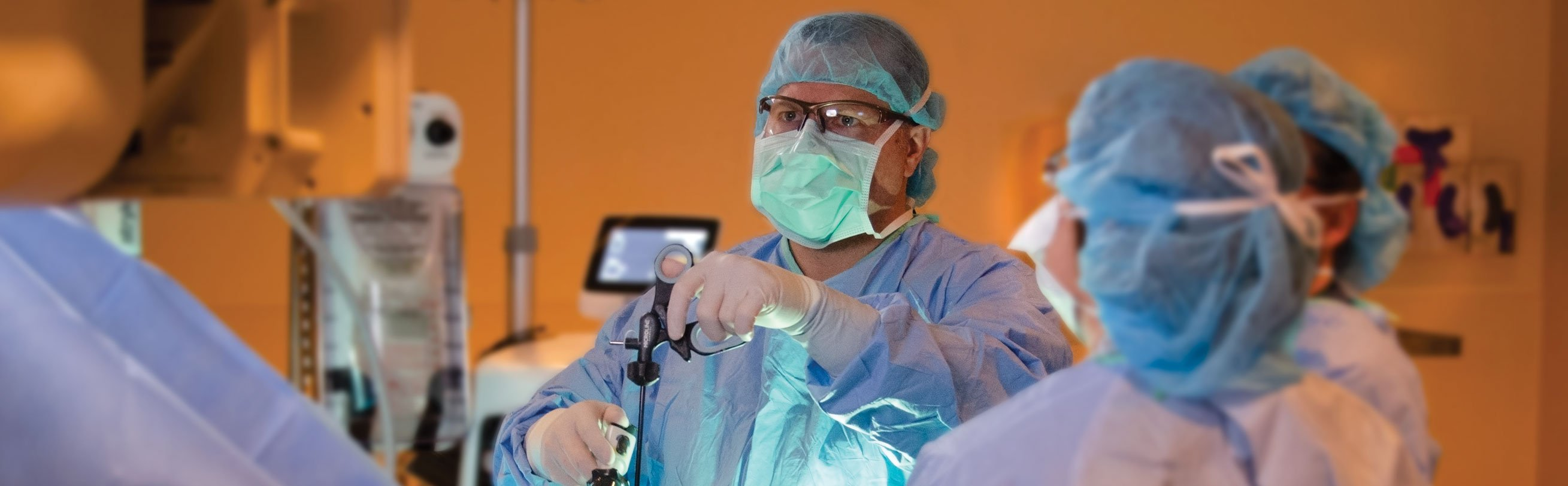 Dr. Matt Morgan performing a gallbladder surgery